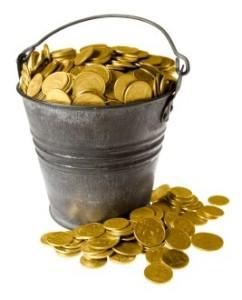 Full bucket of golden coins / Полное ведро золотых монет